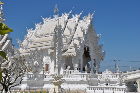 White Temple inspires me to look beyond the ordinary