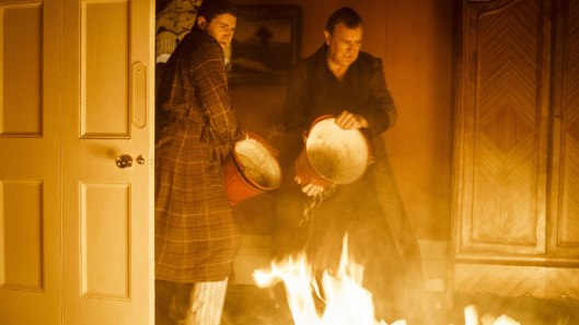 downton-ab bey-season-5-premiere-fire