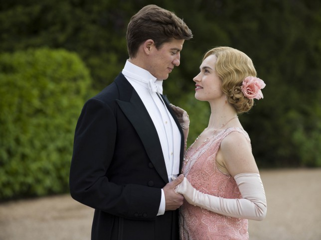 embargoed_until_27th_october_downton_ep7_36-e1414956583719