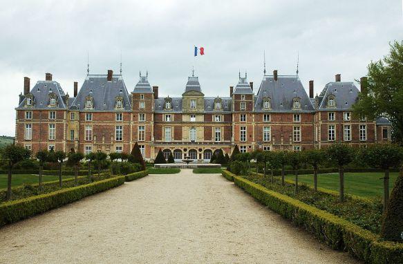 1200px-Chateau_d'Eu_02