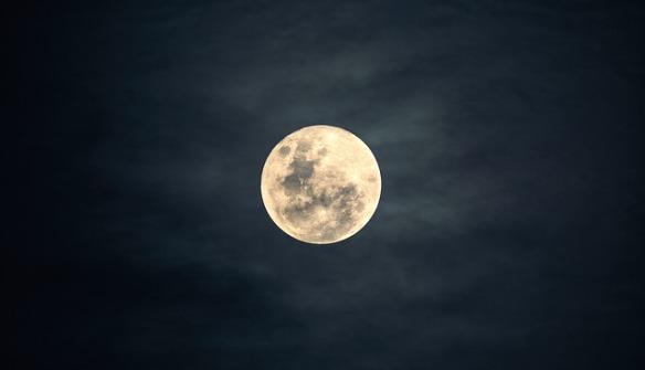 moon-2913221_640