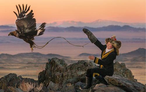 eagle-huntress-aisholpan-hunt.jpg