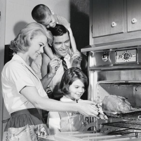 vintage-family-cooking-dinner